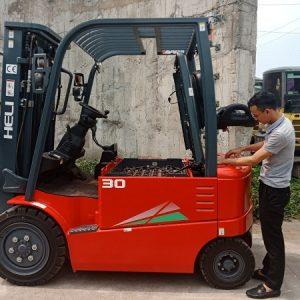 Xe Nang Dien 3 Tan.1